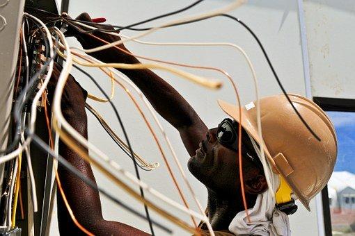Un électricien pour des installations parfaitement connectés